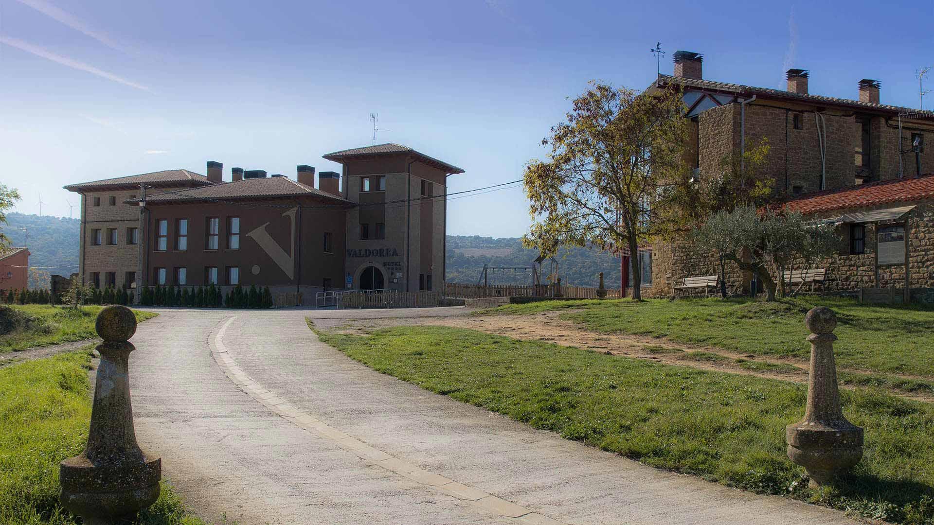 Entrada-Hotel-rural-Valdorba-en-Navarra-2014-1920x1080